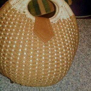Round straw purse with pocket inside